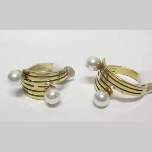 2 intersecting pearl ring