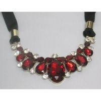 Collier ruban rouge