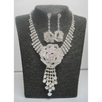 Woman's jewelry set rose