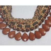 Collier marron tressé