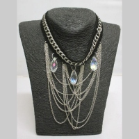 Collier chaines pendantes