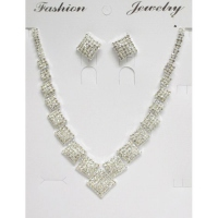 diamond necklace River with its matching loop