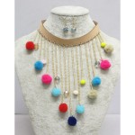 collier pompon multicolore