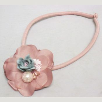 Flower necklace in pink