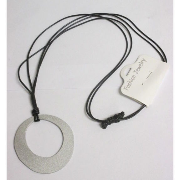 simple and discreet necklace