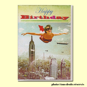 Carte postale dépliante BIKINI - Happy Birthday - Super Girl above the Big Apple