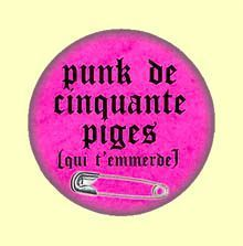 Badge ou Aimant - Punk de 50 piges (qui t'emmerde) - Modèle rose punk