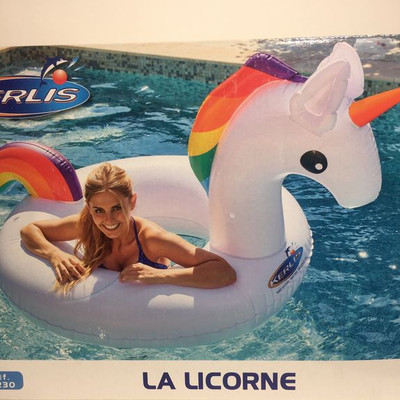 BOUEE GONFLABLE GEANTE LICORNE
