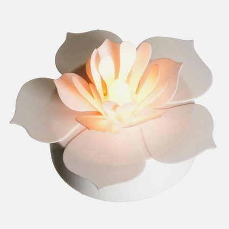 TRIO OF WHITE PETALS - LED light