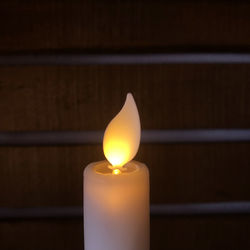 6 white wax taper candles - moving flame