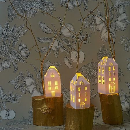 House Holder made in Paper H 16,5cm - with 1 moving flame LED candle