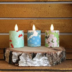Led candle with moving flame - paper blue flowers - H 5,2 cm