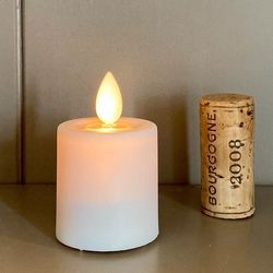 Small LED tea light with moving flame