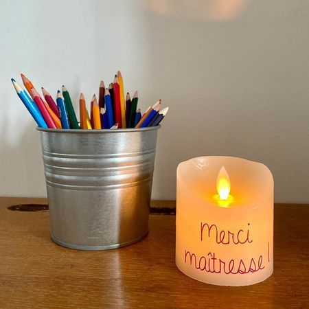 Small LED candle with moving flame for customization