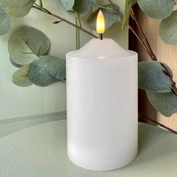Pilar candle in white wax H 15 cm