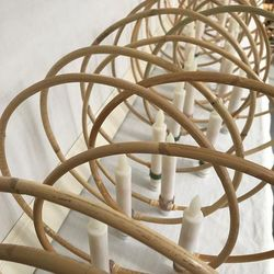 Rattan circle holder with a LED candle - eucalyptus and white flower - Ø 30 cm