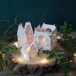 Precious and small little houses made in paper  |  Advent Calendar
