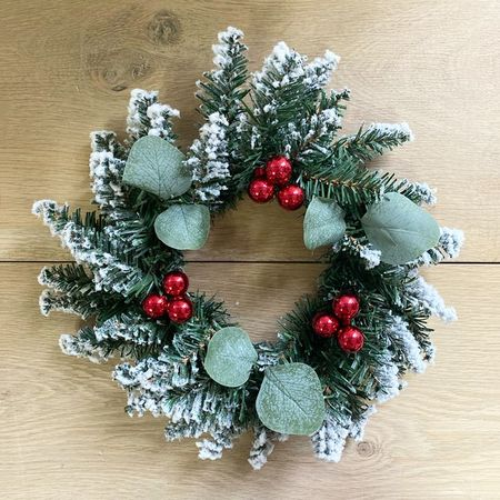 Wreath with small red balls -  Ø 30 cm