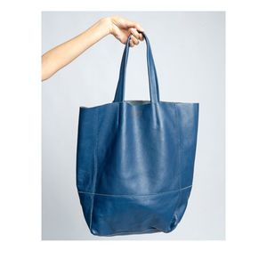 LEATHER SHOPPING BAG MARLOWE - NAVY BLUE