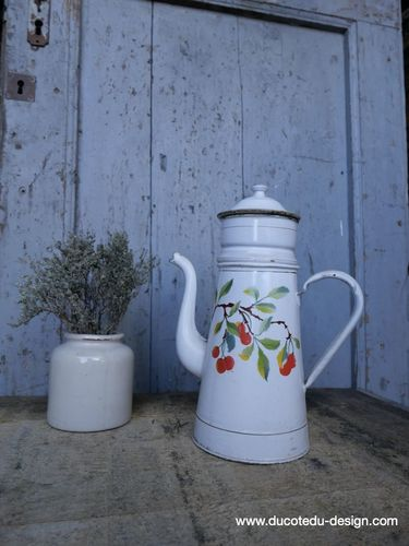 ancienne cafetiere emaillée decor de fruits