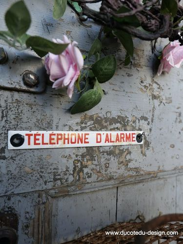 Ancienne plaque emaillee telephone d'alarme