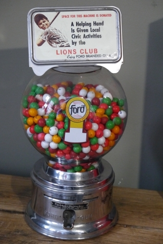 Distributeur à bonbon Ford Ball Gum 1950 lions club