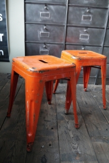 TOLIX ancien tabouret dans son jus orange