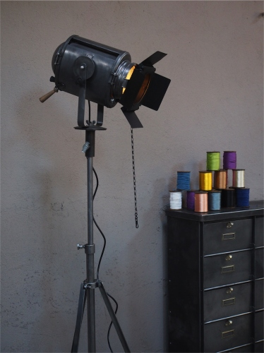 Projecteur de cinema Cremer Paris poli graphite entierement d'origine