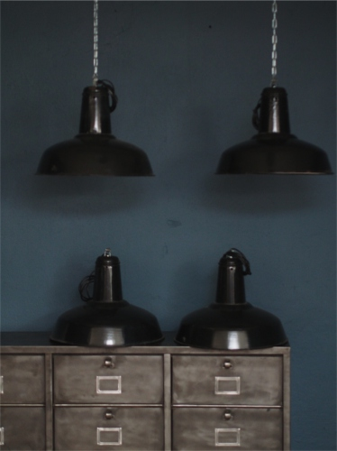 suspension gamelle abat jour emaillee noir lampe industrielle. Black Bedroom Furniture Sets. Home Design Ideas