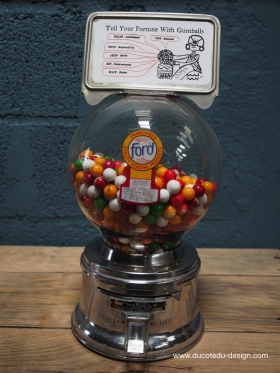 Distributeur à bonbon Ford Ball Gum 1950 jaycees
