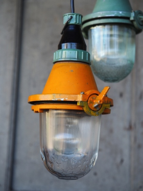 lampe industrielle suspension verre jaune