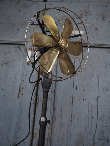 ancien ventilateur general electric industriel 1920 USA sur pied