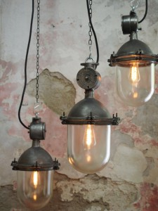 suspension metal et verre grande lampe ancienne industrielle