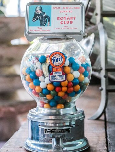 Distributeur à bonbon Ford Ball Gum 1950 hard candy