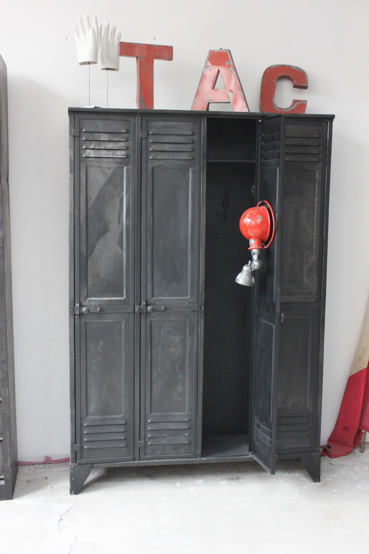 ancien vestiaire d 39 usine 4 portes des ann es 40 entirement rivet. Black Bedroom Furniture Sets. Home Design Ideas