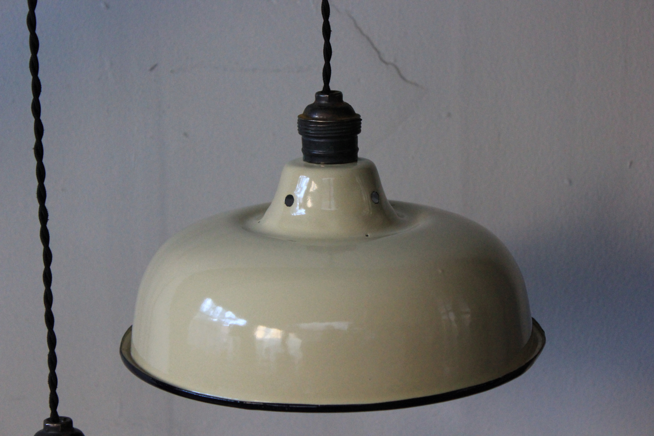 Abat jour emaillee lampe industrielle blanc cass - Lampe articulee industrielle ...