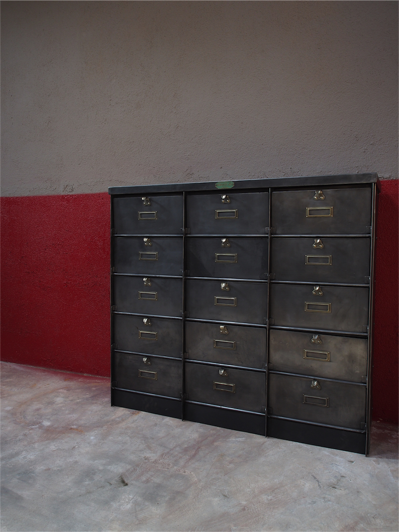 ancien meuble console 15 casiers industriel a clapet kratz coffre fort 1930. Black Bedroom Furniture Sets. Home Design Ideas