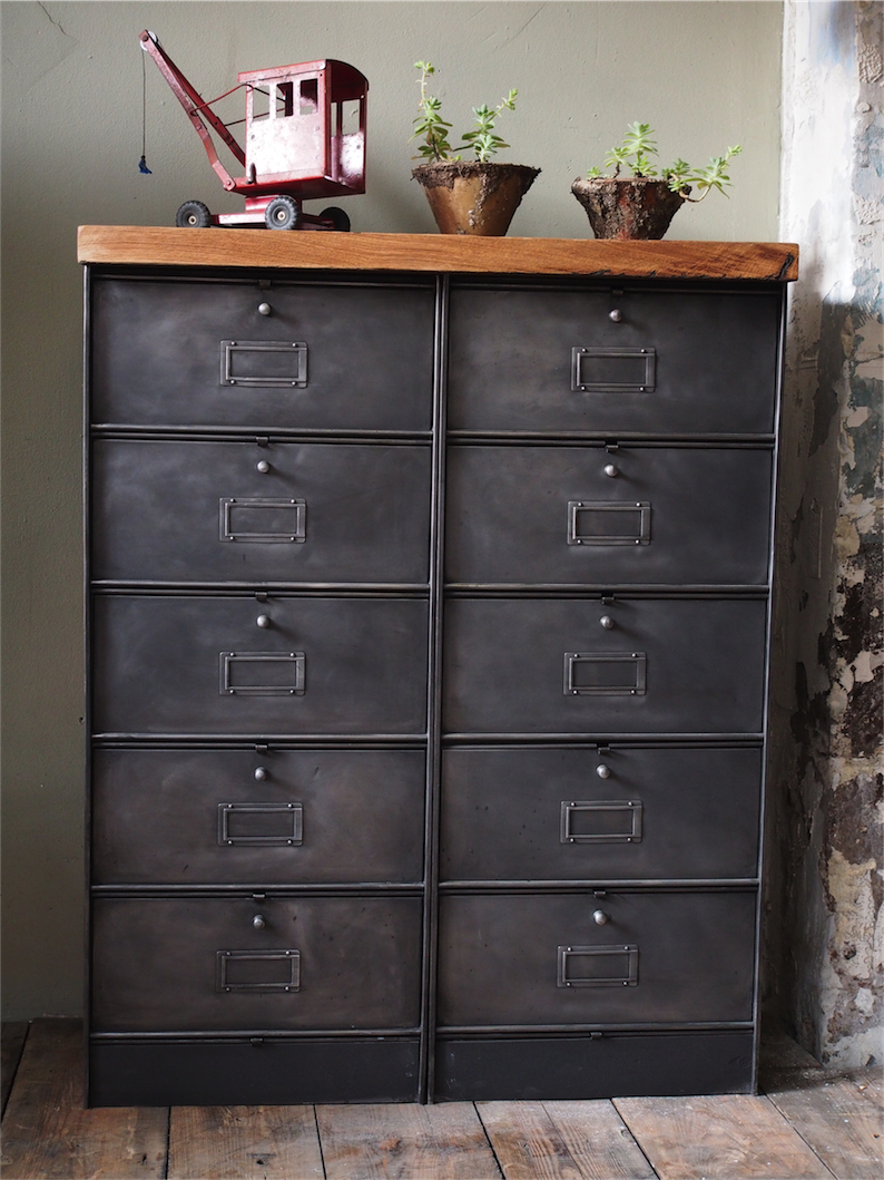 ancien meuble console 10 casiers industriel a clapet roneo. Black Bedroom Furniture Sets. Home Design Ideas