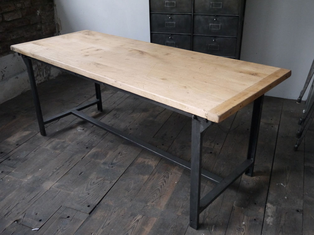 Table ou bureau metal industriel militaire plateau chene - Table chene pied metal ...