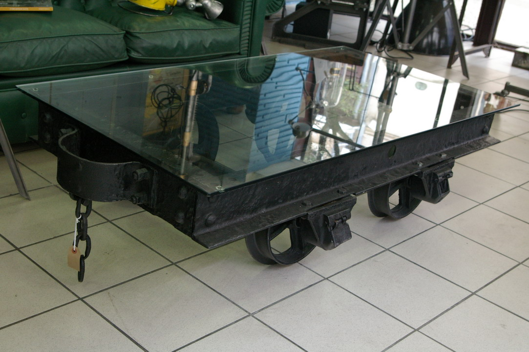 Grande table basse metal industrielle wagon de mine for Grande table basse industrielle