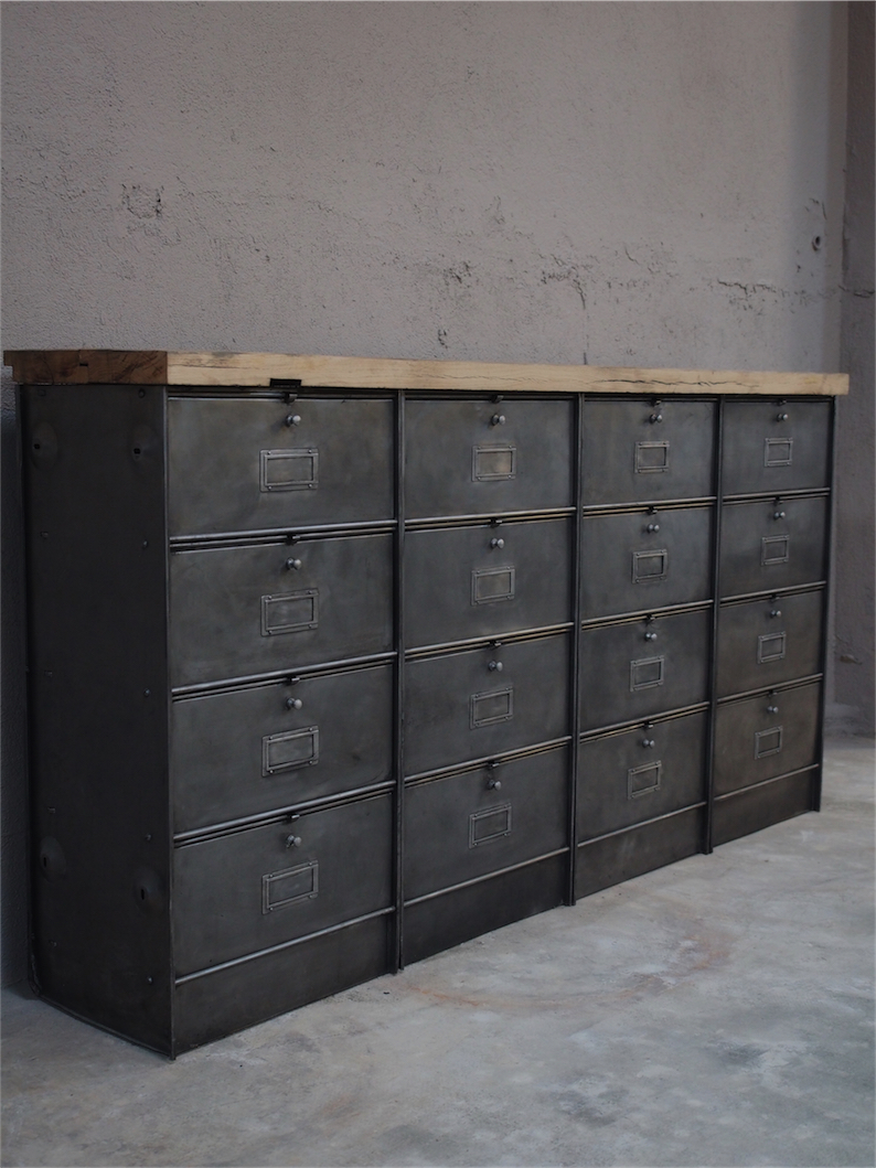 ancien meuble enfilade 16 casiers industriel a clapet. Black Bedroom Furniture Sets. Home Design Ideas