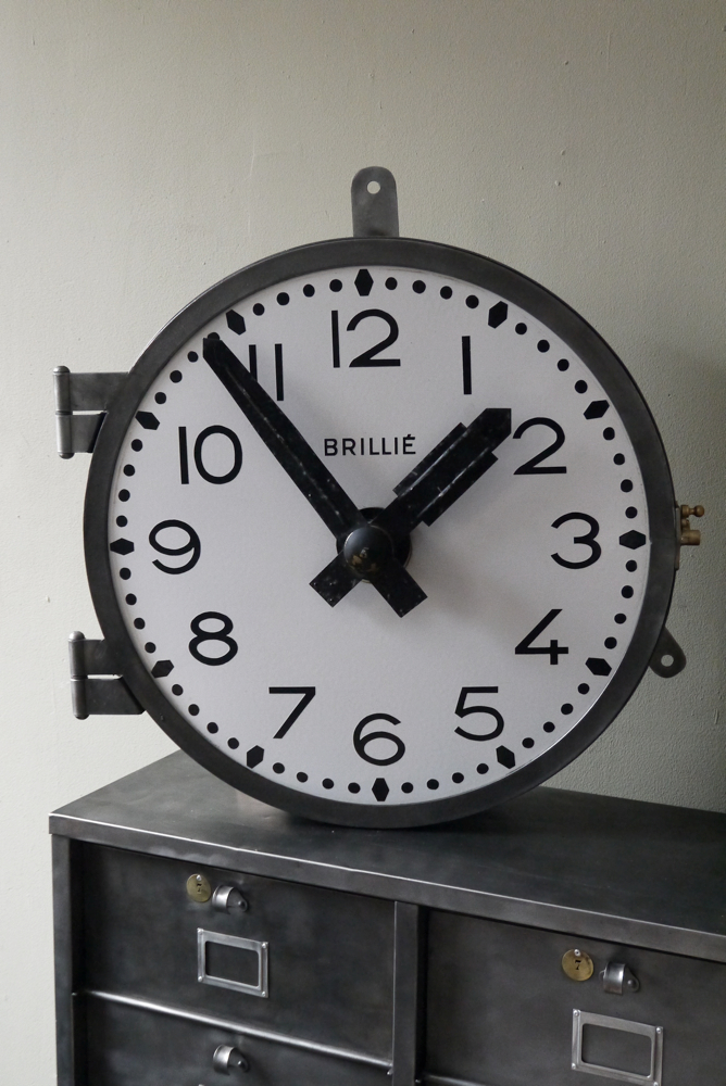 ancienne grande horloge de gare brilli cadran emall. Black Bedroom Furniture Sets. Home Design Ideas