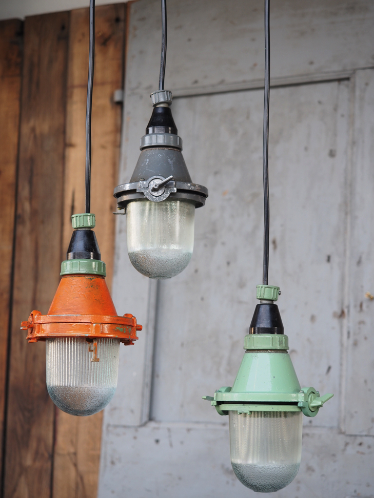 Lampe baladeuse industrielle suspension verre verte - Lampe suspension industrielle ...