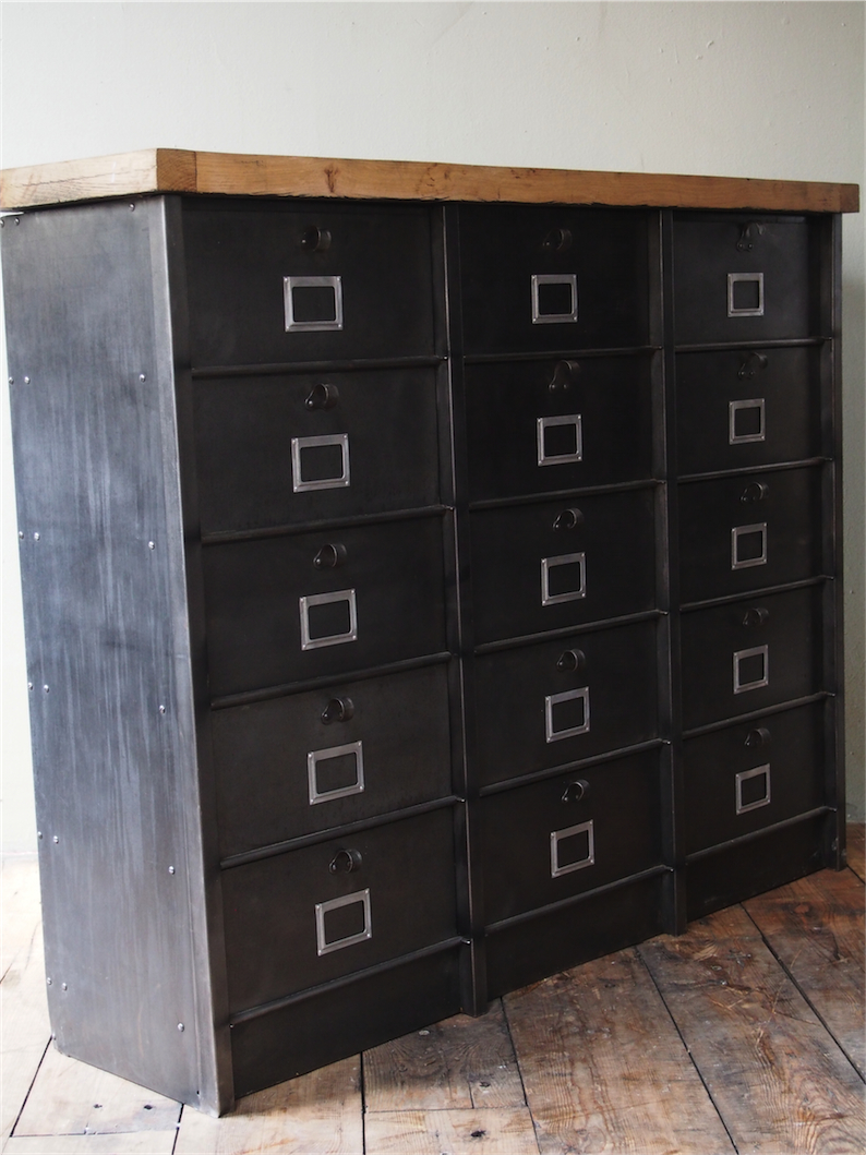 ancien grand meuble 15 casiers industriel strafor plateau chene massif. Black Bedroom Furniture Sets. Home Design Ideas
