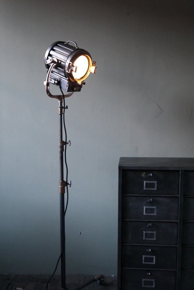 Projecteur cinema deco idee deco industrielle lampe projecteur cinema ideeco projecteur de cin for Projecteur deco