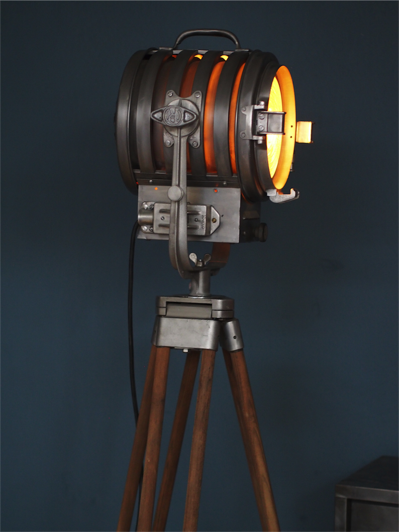 Ancien projecteur cinema hollywood richardson an 50 60 trepied bois for Projecteur deco