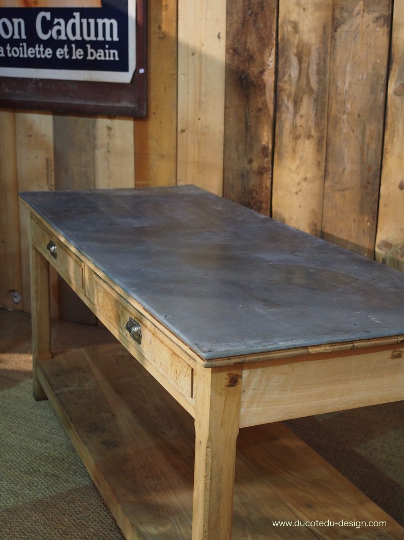 Grande table de travail plateau zinc - Grand plateau de table ...