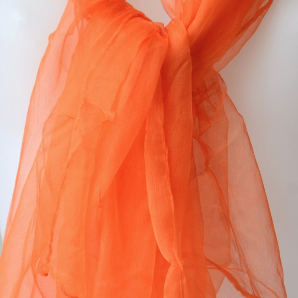Long foulard orange en mousseline de soie