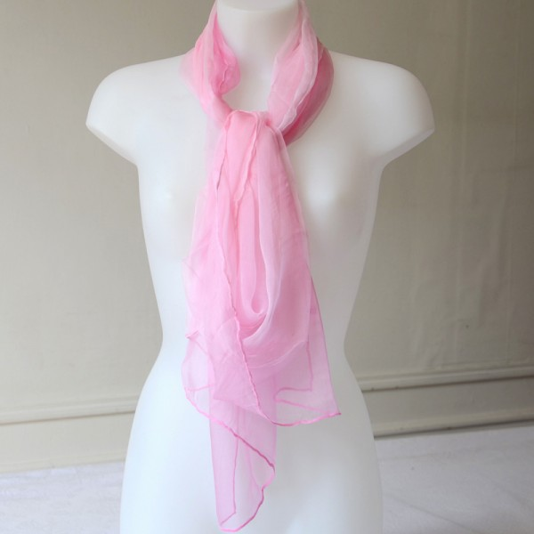 Grand foulard rose en mousseline 100 % soie