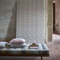 Designers Guild wallpaper Mandora